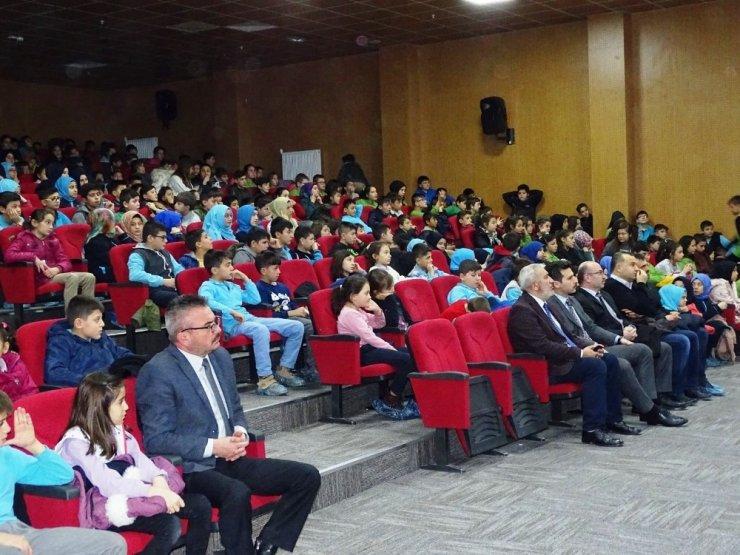 İHH Hisarcık'ta öğrencilere 'Her Sınıfın Bir Yetim Kardeşi' projesi tanıtıldı