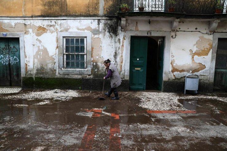İspanya ve Portekiz sele teslim: 4 ölü