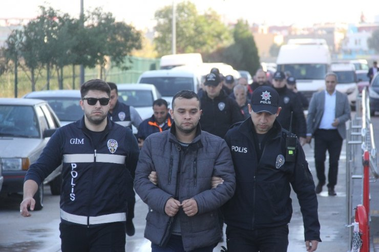 İnsan kaçakçılarının şifresini polis çözdü