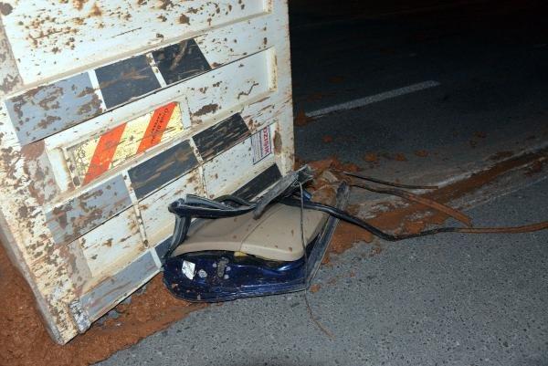 Kamyon ile otomobil çarpıştı: 2 yaralı