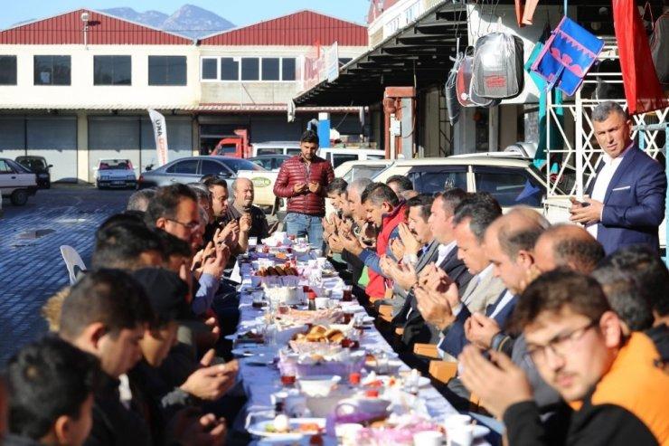 Başkan Ulutaş sanayi esnafıyla kahvaltıda buluştu
