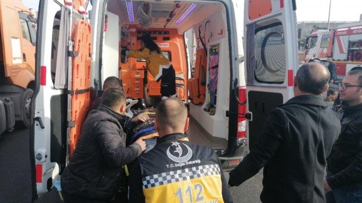 Kazaya karışan araç alev alev yandı: 2 yaralı