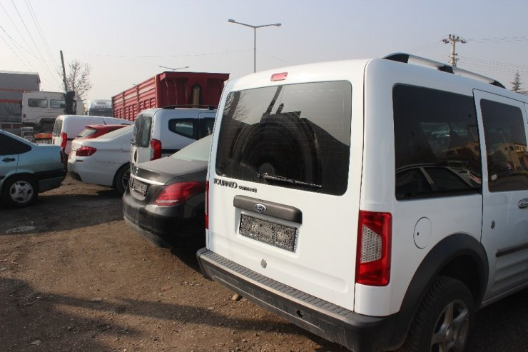 Motor ve şasi numarası değiştirilmiş 1 milyon liralık otomobiller ele geçirildi