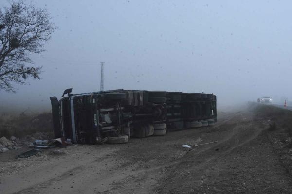 Konya'da sis yaşamı felç etti