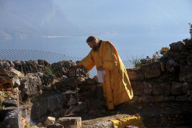Rus Ortodoks Kilisesi temsilcileri, Fethiye'deki kilise kalıntıları arasında ayin yaptı