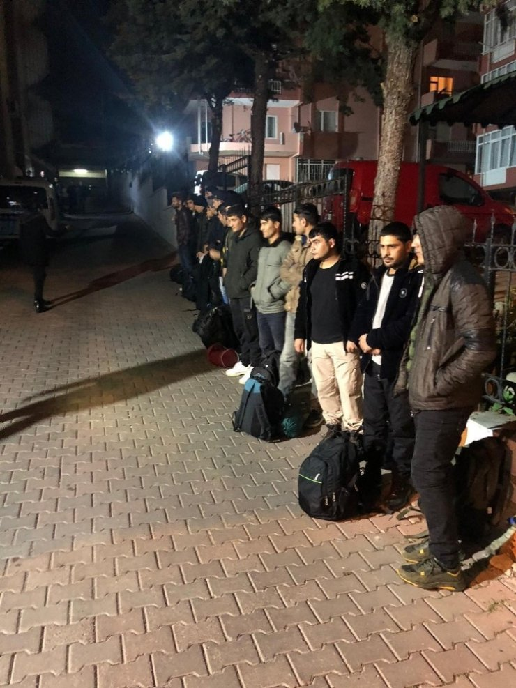 Tekirdağ'da 20 kaçak göçmen yakalandı