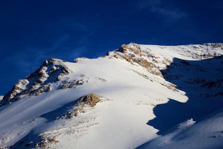 Milyonların kaderi bu dağlara yağan kara bağlı