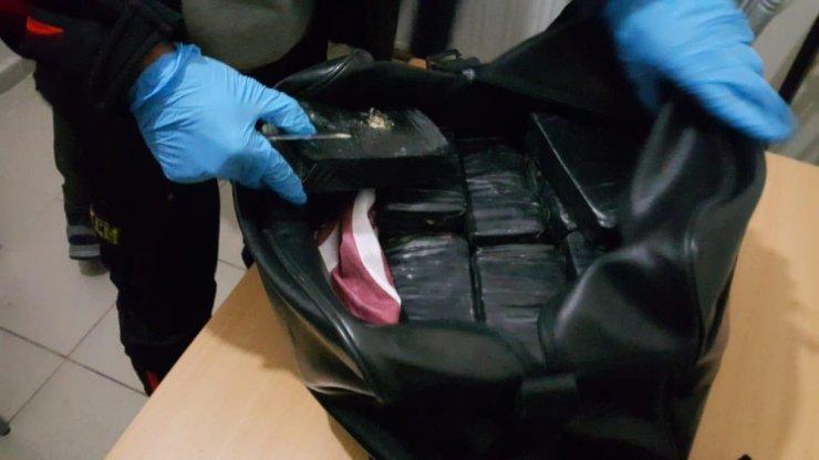 Otogardaki yolcunun valizinden 10 kilo 450 gram eroin çıktı