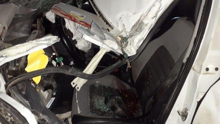 Tırla otomobil çarpıştı 2 kişi yaralandı