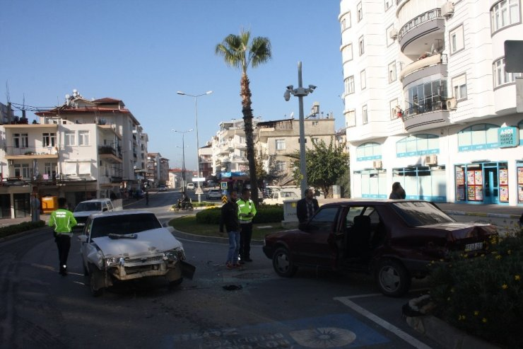 Antalya'da trafik kazası: Aynı aileden 6 kişi yaralandı