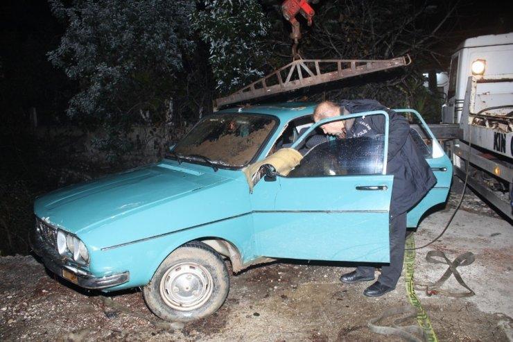 Kazadan sağ kurtulan küçük kardeş, ağabeyenin cesediyle 10 saat kurtarılmayı bekledi