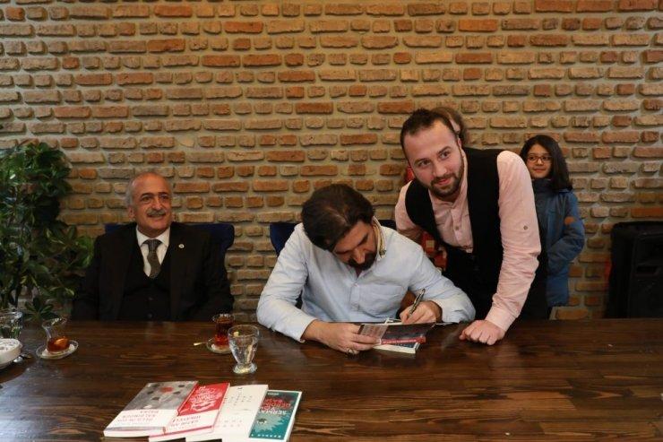 Yazar ve Tv Programcısı Serdar Tuncer, Atatürk Üniversiteli öğrencilerle buluştu