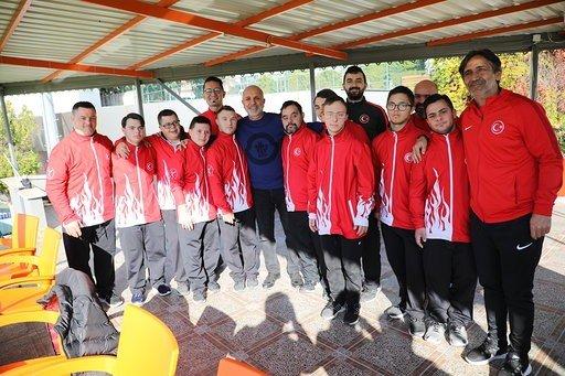 Özel sporcular Aytemiz Alanyaspor antrenmanını izledi