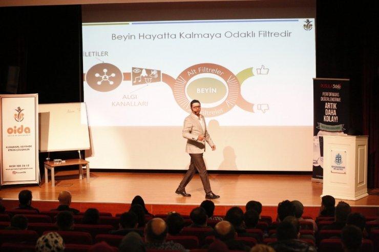 """Başakşehir Belediyesinden personeline """"İletişim: Pozitif Bir Başlangıç"""" eğitimi"""
