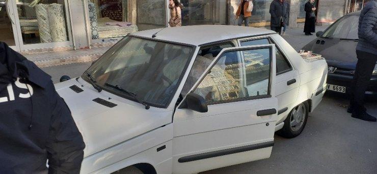 Yaşlı adam evinin önündeki aracın içinde ölü bulundu