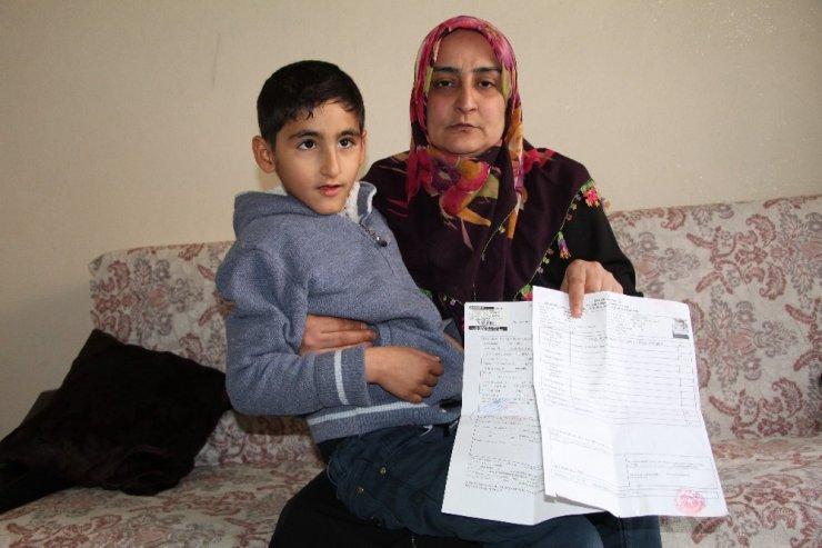 """Epilepsi hastası Efrahim'in yürek dağlayan feryadı: """"İyileşmek istiyorum"""""""