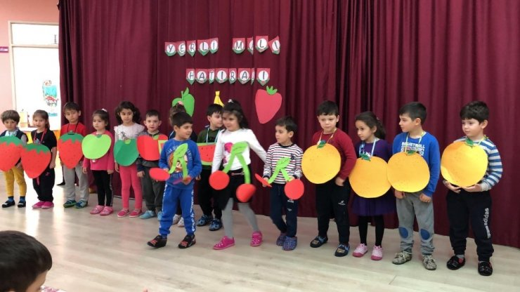 Konuralpli minikler Türk Malları haftasını kutladı