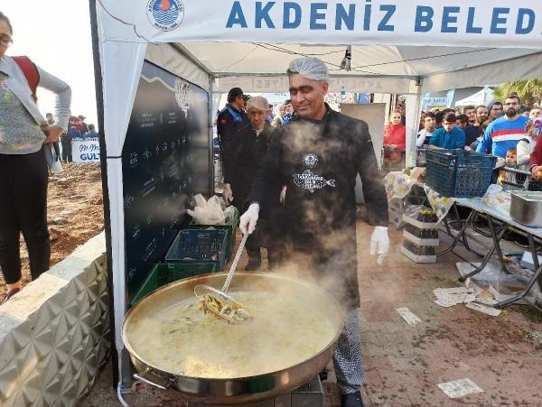 Festivalde balık-ekmek izdihamı