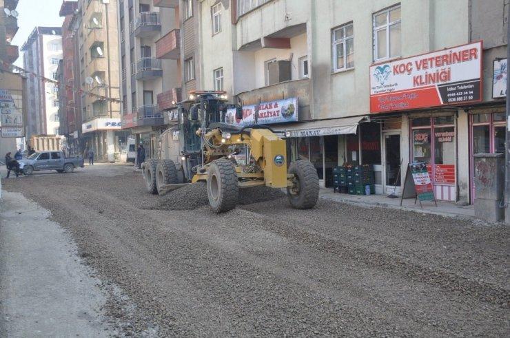 Yüksekova Belediyesi'nden stabilize yol çalışmaları devam ediyor