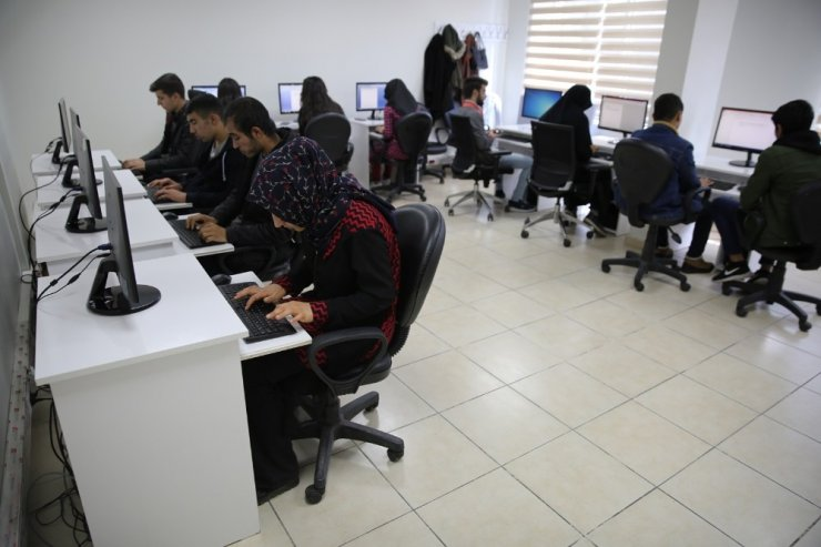 Haliliye'de açılan bilgisayar kursuna yoğun ilgi