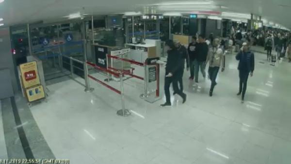 Havalimanlarında görevli 3 polise göçmen kaçakçılığı tutuklaması