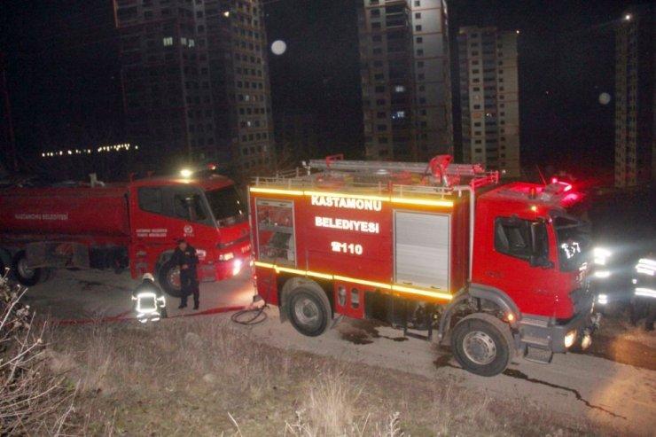 Kastamonu'da tek katlı ahşap ev yandı