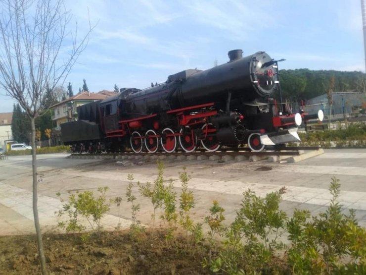 Son lokomotif istasyon meydanına