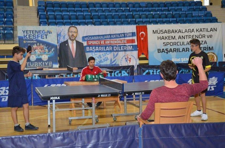 Masa Tenisi Gençler Kategorisi müsabakaları sona erdi