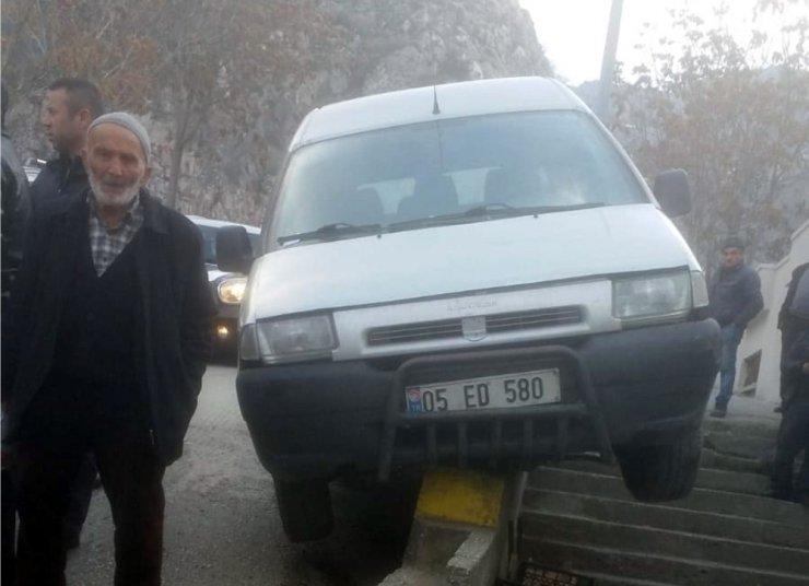 Direksiyon başında fenalaşan sürücü hayatını kaybetti