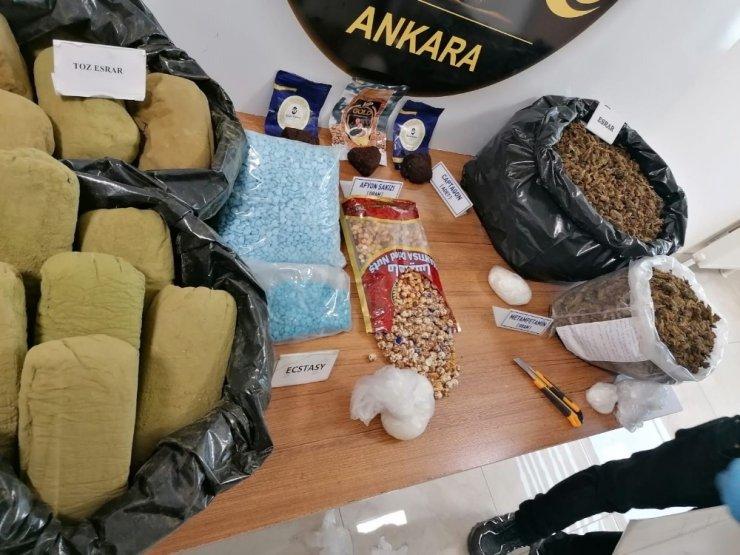 Narkotik ekipleri, soya sosuna batırılmış leblebi görünümünde afyon sakızı ele geçirdi