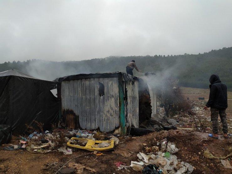 Mültecilerin yaşadığı konteyner küle döndü