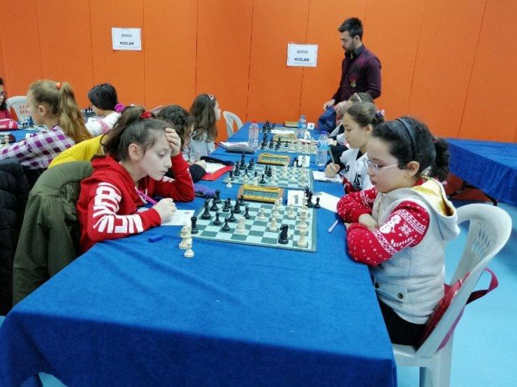 Küçükler satranç turnuvası yapıldı