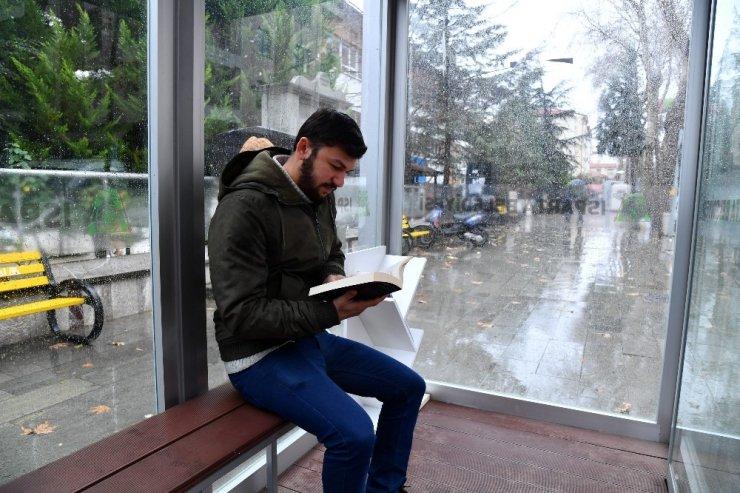 Isparta'daki kapalı duraklarda kütüphaneleştirme projesi
