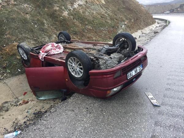 Yağmur nedeniyle kayganlaşan yolda 10 dakikada iki kaza: 3 yaralı