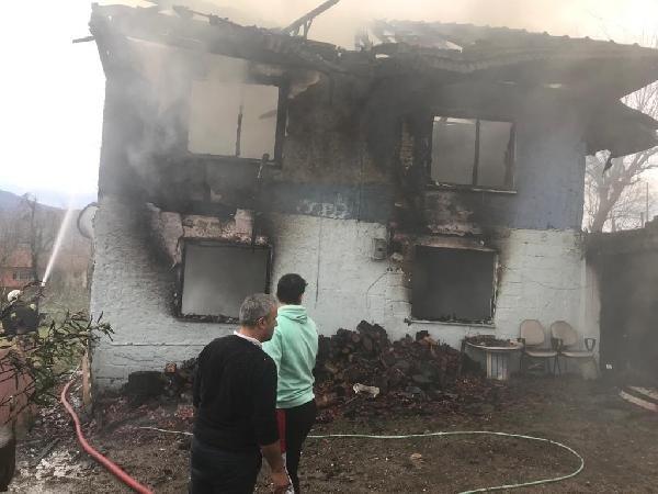 Yangında yaşlı kadın yanarak, öldü