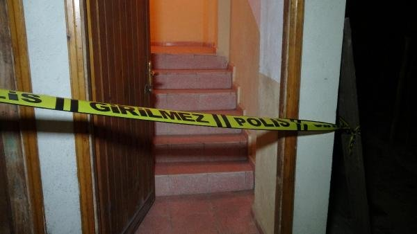 Yemek masası getirdiği evde merdivenden yuvarlanıp öldü
