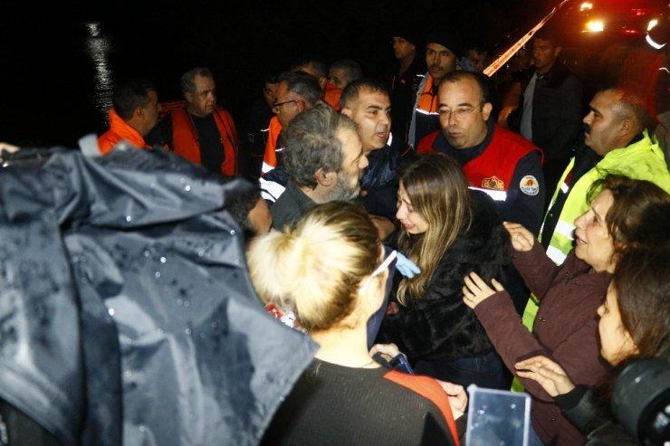 Adana'da sele kapılan otomobilde bulunan 5 kişi kurtarıldı