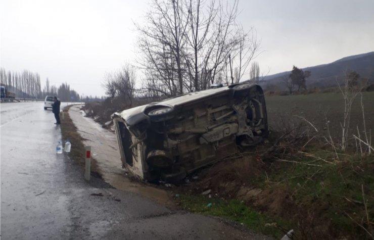 Tırla minibüs çarpıştı: 3 yaralı