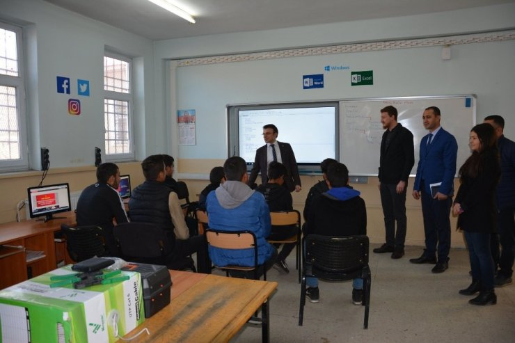 Kaymakam Sancaktutar'dan okul ziyareti