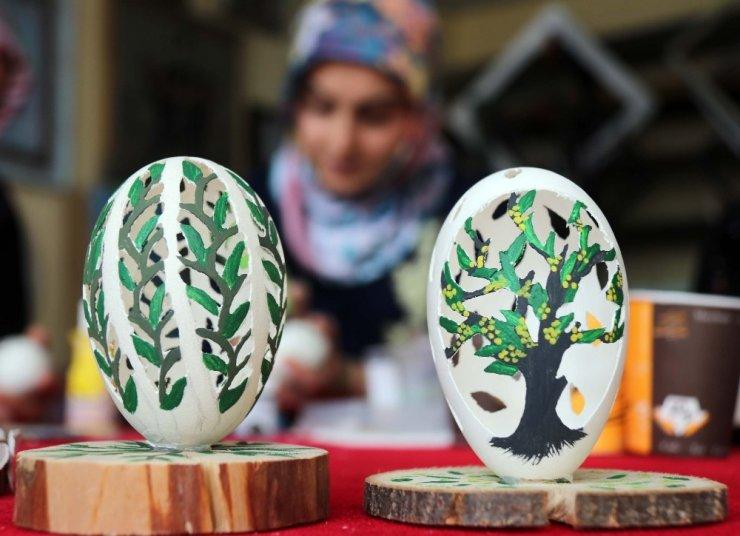 Bitlis'te büyüleyen yumurta işleme sanatı