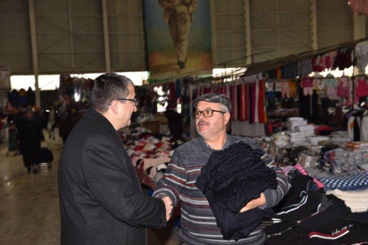 Başkan Öz'den pazar esnafına ziyaret