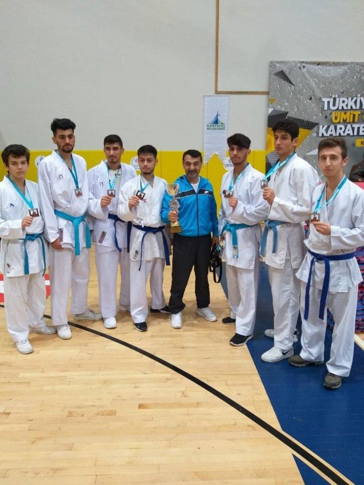 Darıcalı Karatecilerden çifte kupa