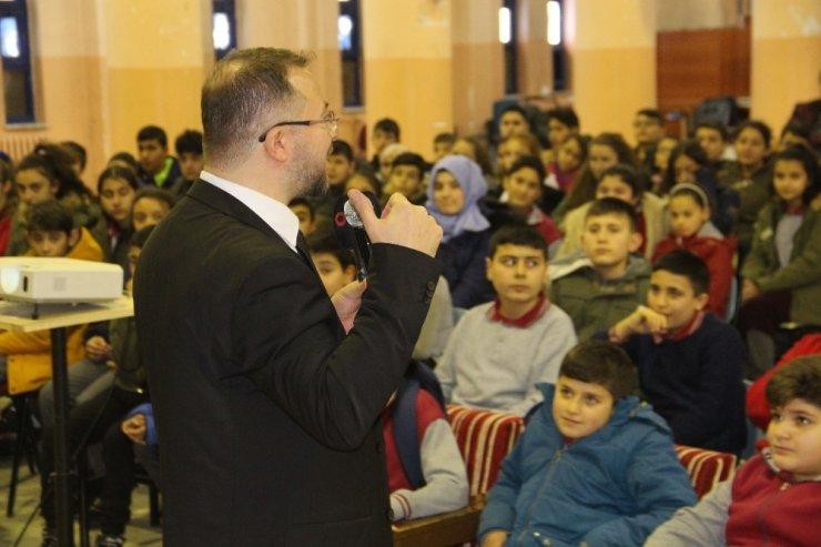 Prof. Dr. Türkez ortaokul öğrencilerine 'bor'u anlattı