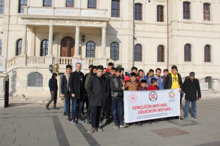 Darendeli öğrencilere Sivas gezisi