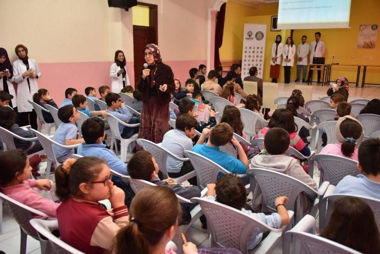 Karatay'da öğrencilere çölyak hastalığı anlatıldı