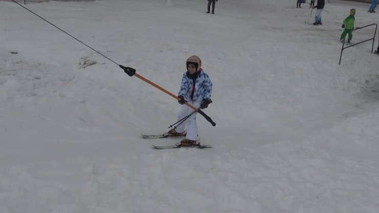 Uludağ'da kar yağışı başladı, otellerde yer bulmak neredeyse imkansız