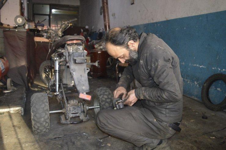 Kışın motosikletini kullanamayınca ATV'ye dönüştürdü