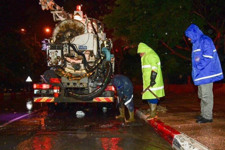 Mersin Büyükşehir Belediyesi yağmura karşı teyakkuzda