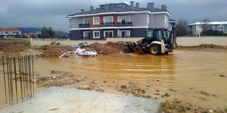 Büyükşehirden su baskınlarına anında müdahale