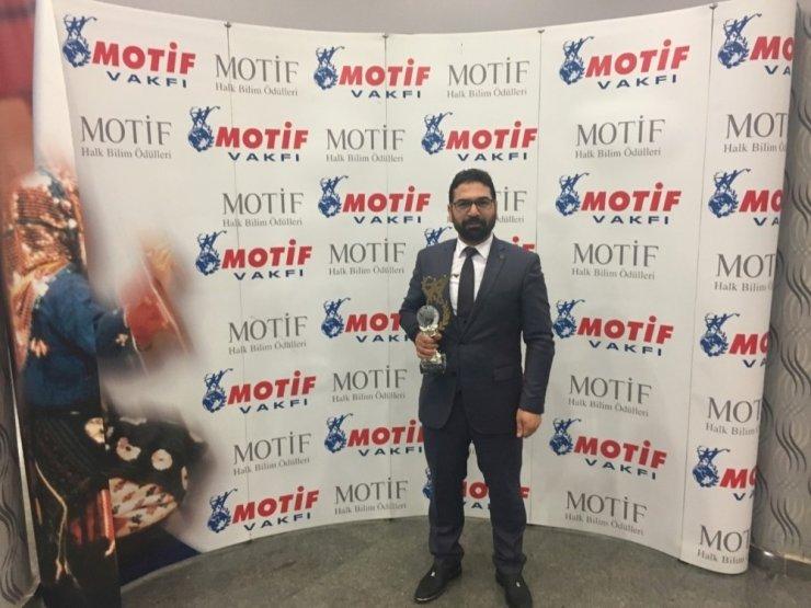 """Motif Vakfı'ndan NEVÜ'ye """"Maddi Folklor Ürünlerini Derleme ve Yaşatma Ödülü"""""""